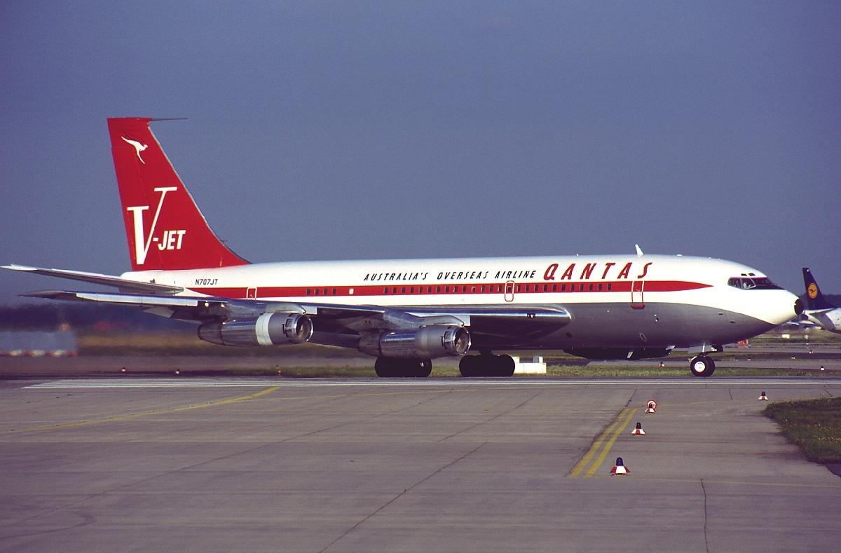 John travolta 747 plane